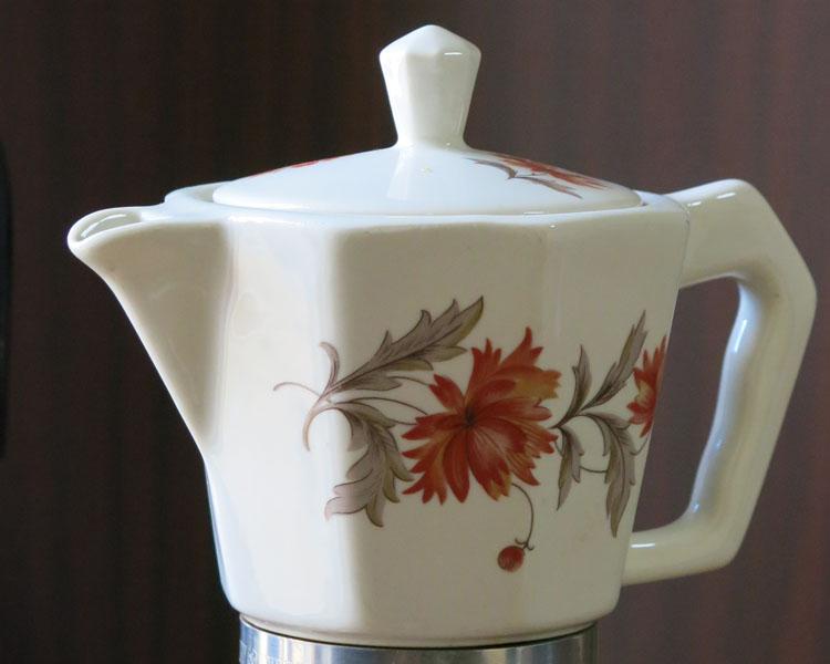 Caffettiera in ceramica, una Moka da gustare e guardare