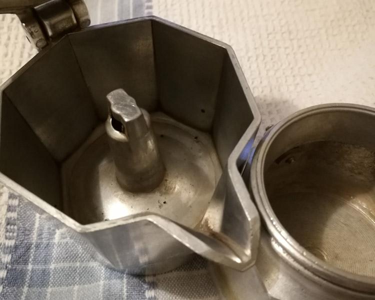 Come asciugare la caffettiera