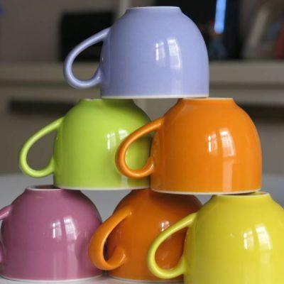 Tazzine da caffè lisce e ruvide, parliamo di sinestesia